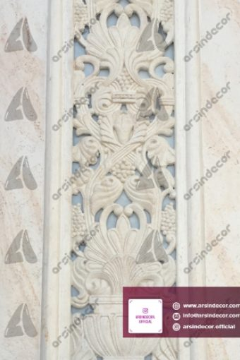 ماکت باستانی روی ستون